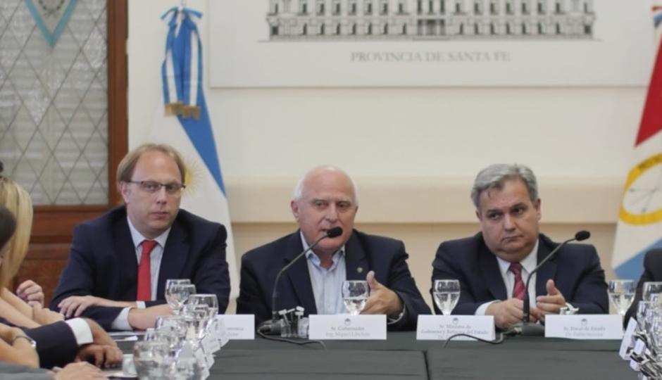 Transfirieron fondos por casi 400 millones de pesos a municipios y comunas.