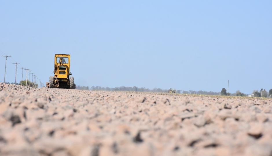 """Avellaneda informó que ejecutaron """"más de 10.000 metros de caminos mejorados"""" en zona rural. Y siguen."""