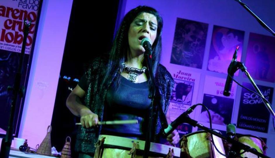 La cantante y percusionista Mariana Baraj llega a Reconquista. Su manera original de abordar la música la convirtió en referente indiscutida de la escena musical argentina