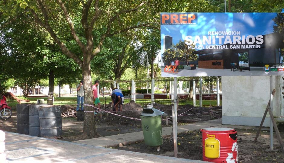 Malabrigo: Comenzó la construcción de los nuevos Sanitarios en Plaza Central San Martín.