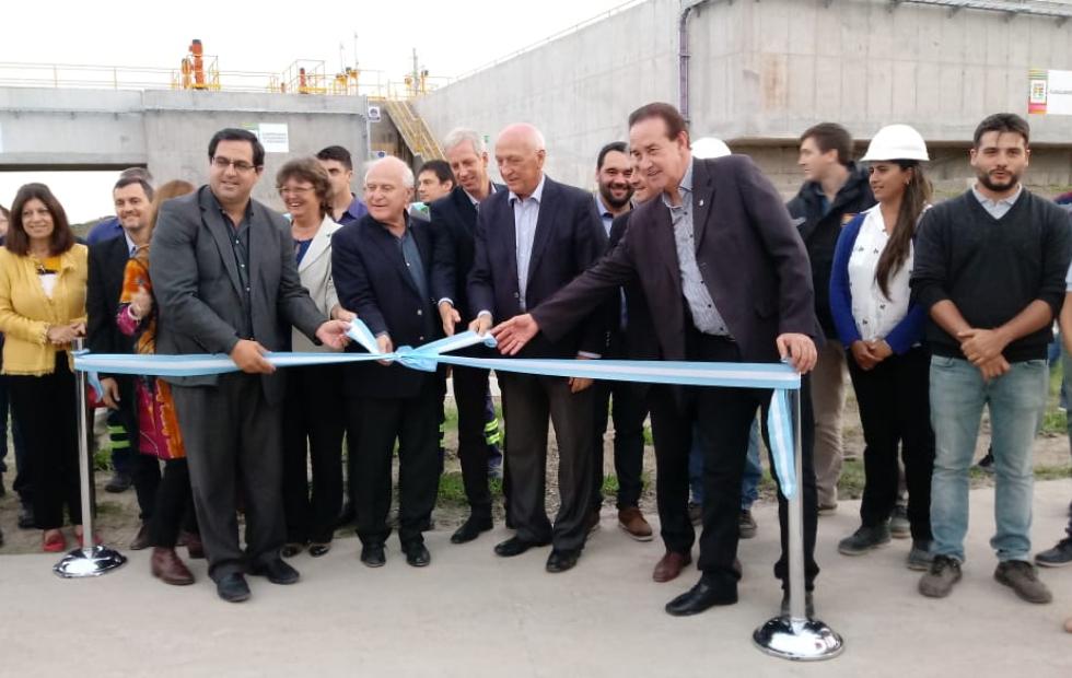 Inauguraron el acueducto Reconquista (aunque aún faltan algunos meses para que entregue agua).