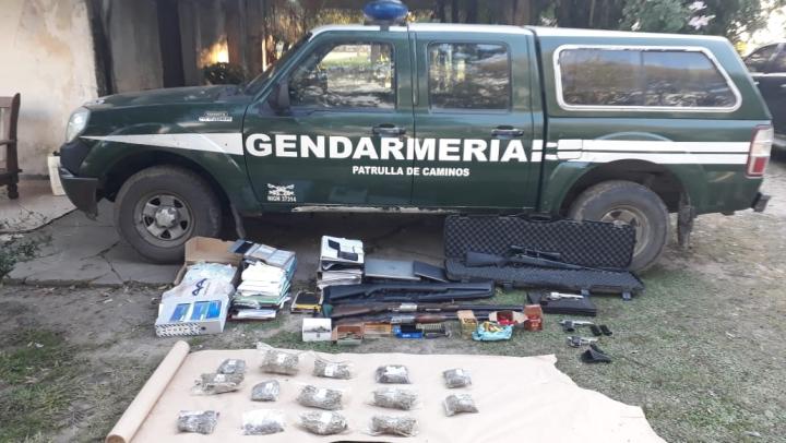 14052019 allanamiento de Gendarmería en casa de campo de José Ubeda en paraje Colmena de Avellaneda drogas armas balanza etc.jpg
