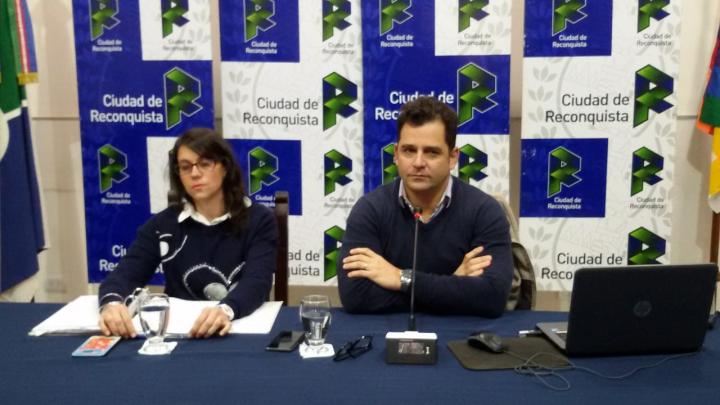 31072019 Ignacio Correa al anunciar emergencia económica de la MM con la CPN María Agustina Rico.jpeg