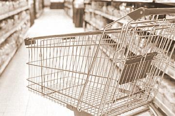 chango vacío canasta básica de alimentos supermercado.jpg
