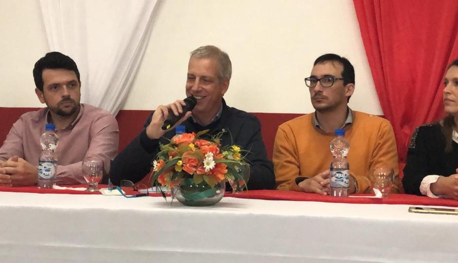 El Intendente Dionisio Scarpín presentó al gabinete que lo acompañará durante los próximos 4 años. Video de la presentación.