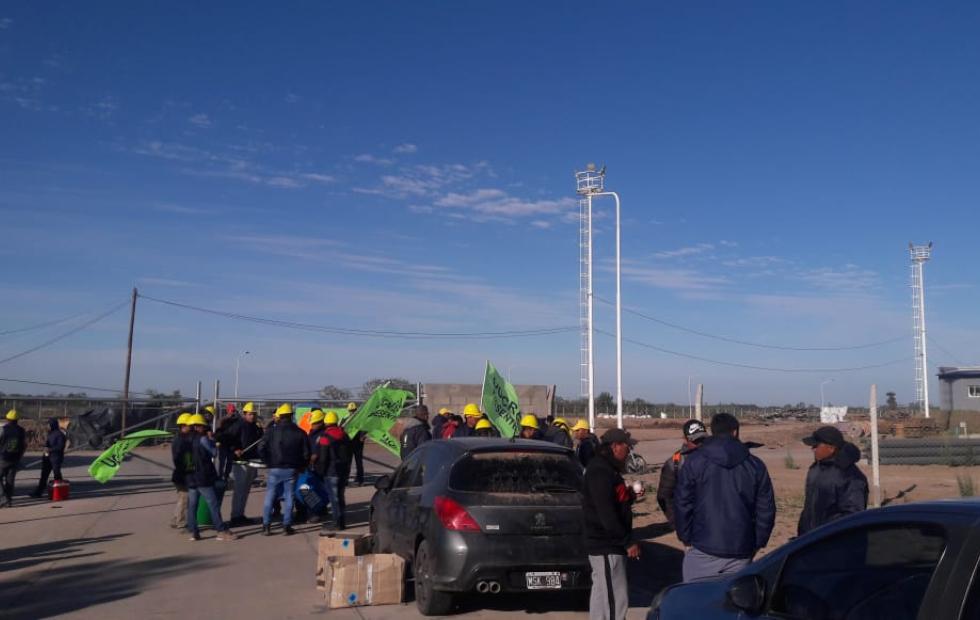 Reincorporaron la totalidad de obreros despedidos y suspendidos en la obra del acueducto.