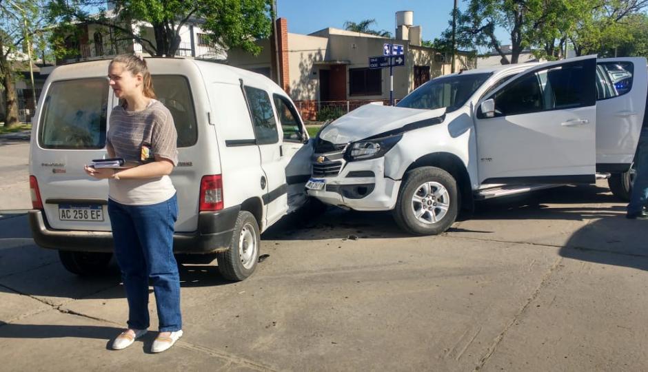 Tortazo entre una camioneta y un utilitario en Avellaneda. Los protagonistas, vecinos de Reconquista y Los Laureles.
