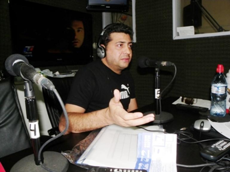 Negro Marino en la radio.jpg