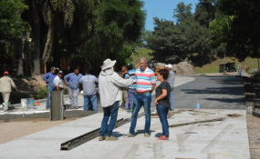 Una cuadra más de pavimento para Barrio Don Pedro y continúa la colocación de tubos para drenaje en este y otros barrios.