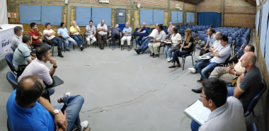 reunionporlosbajos1.jpg