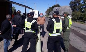 """Polémica decisión: Piden al gobernador de Santa Fe que cierre el """"paso fronterizo"""" con Chaco por ser """"principal foco de circulación del Covid en el interior del país""""."""