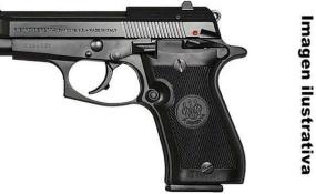 Oportuno accionar policial logró desarmar a una persona que circulaba con una pistola.