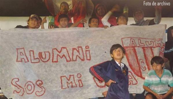 alumni_bandera_hinchada_custom_jpg