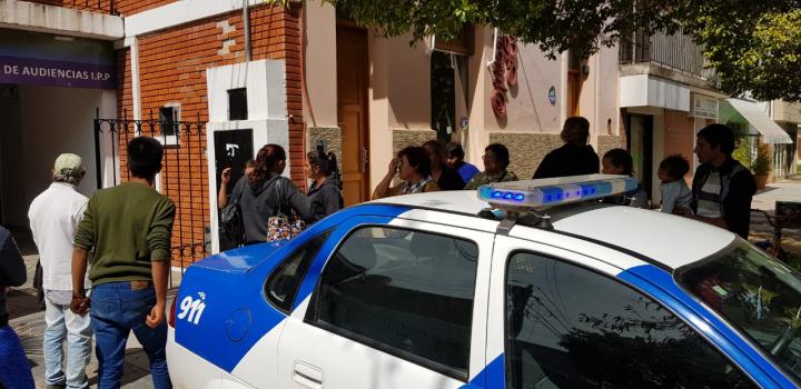José Abel Cardozo familiares lo apoyan en tribunales 5 abril 2019.jpeg