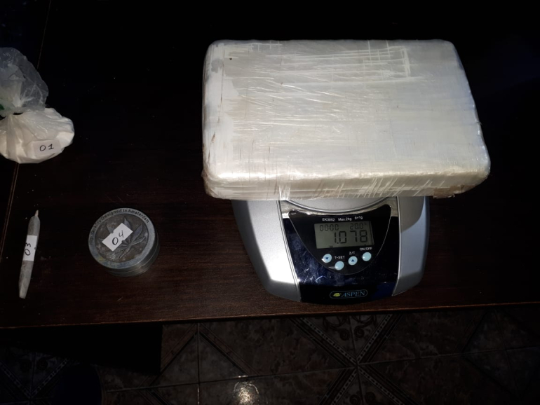 La banda de la cocaína del policía Schiffo pesaje cocaína.jpg