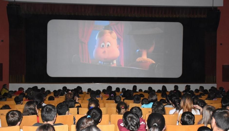 """""""Vacaciones Sobre Cero"""" en Avellaneda: Hoy miércoles habrá cine infantil en el Auditorio Municipal."""