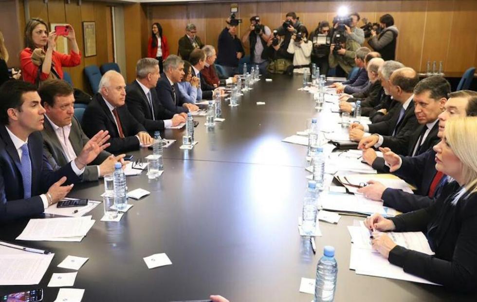 """Lifschitz participó de la reunión de gobernadores y rechazó """"la quita de recursos a las provincias Argentinas""""."""
