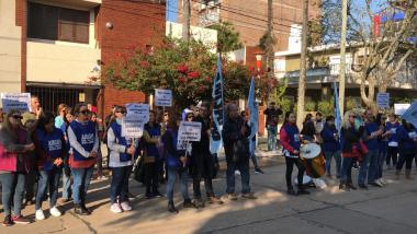Manifestación de la Intersindical frente a IAPOS Reconquista.