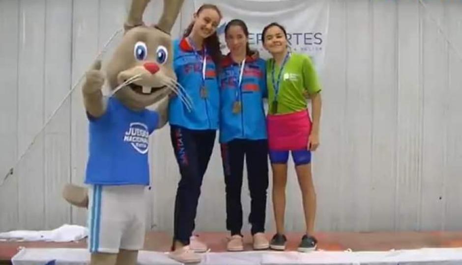 Josefina Muchiut campeona nacional de natación en los Juegos Evita que se disputan en Mar del Plata.