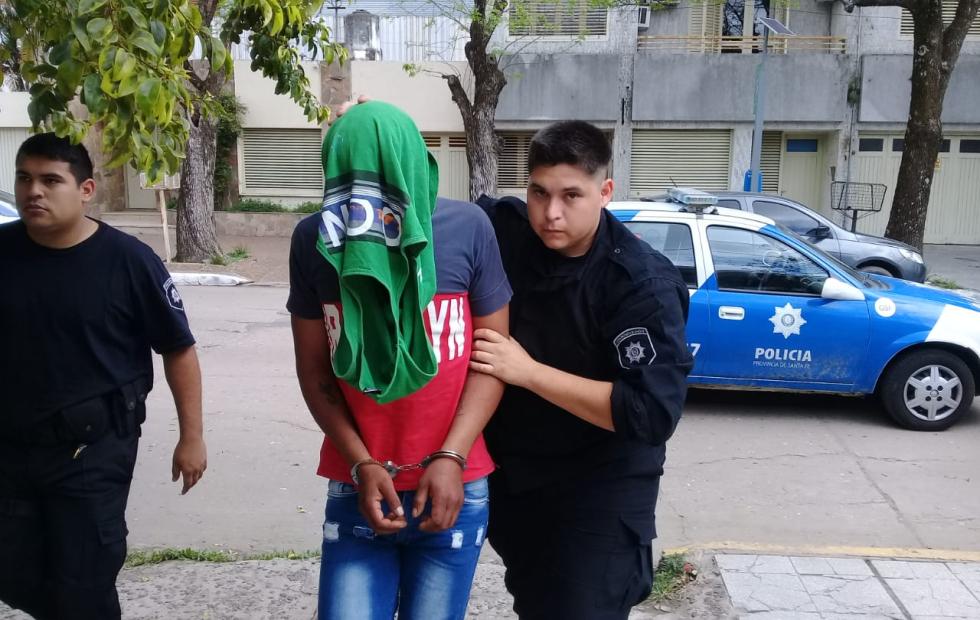 La puerta giratoria demorará 30 días: Quedó en prisión preventiva por ese lapso un vecino de Avellaneda imputado por dos delitos que cometió estando en libertad condicional.