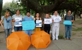 Enfermeros se movilizaron hoy en toda la provincia. En Reconquista,  los profesionales lo hicieron en la plaza central de la ciudad.