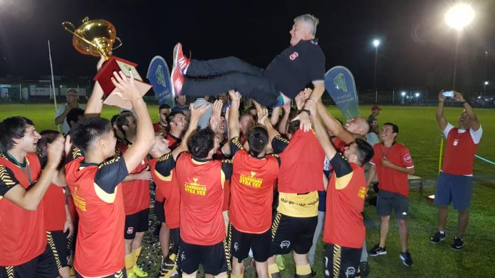08122019 Romang FC campeón 2019 Liga reconquistense de fútbol equipo con la copa TATA MANCUELLO al aire.jpeg