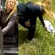 Vecino reprendió a la dama que fue en 4 x 4 a tirarle la basura a su barrio. Hizo que la levante y la lleve.