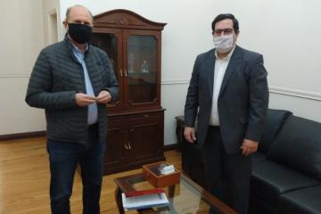 Amadeo Vallejos en la reunión que mantuvo con el Ministro Rubén Michlig y  el Gobernador Omar Perotti.