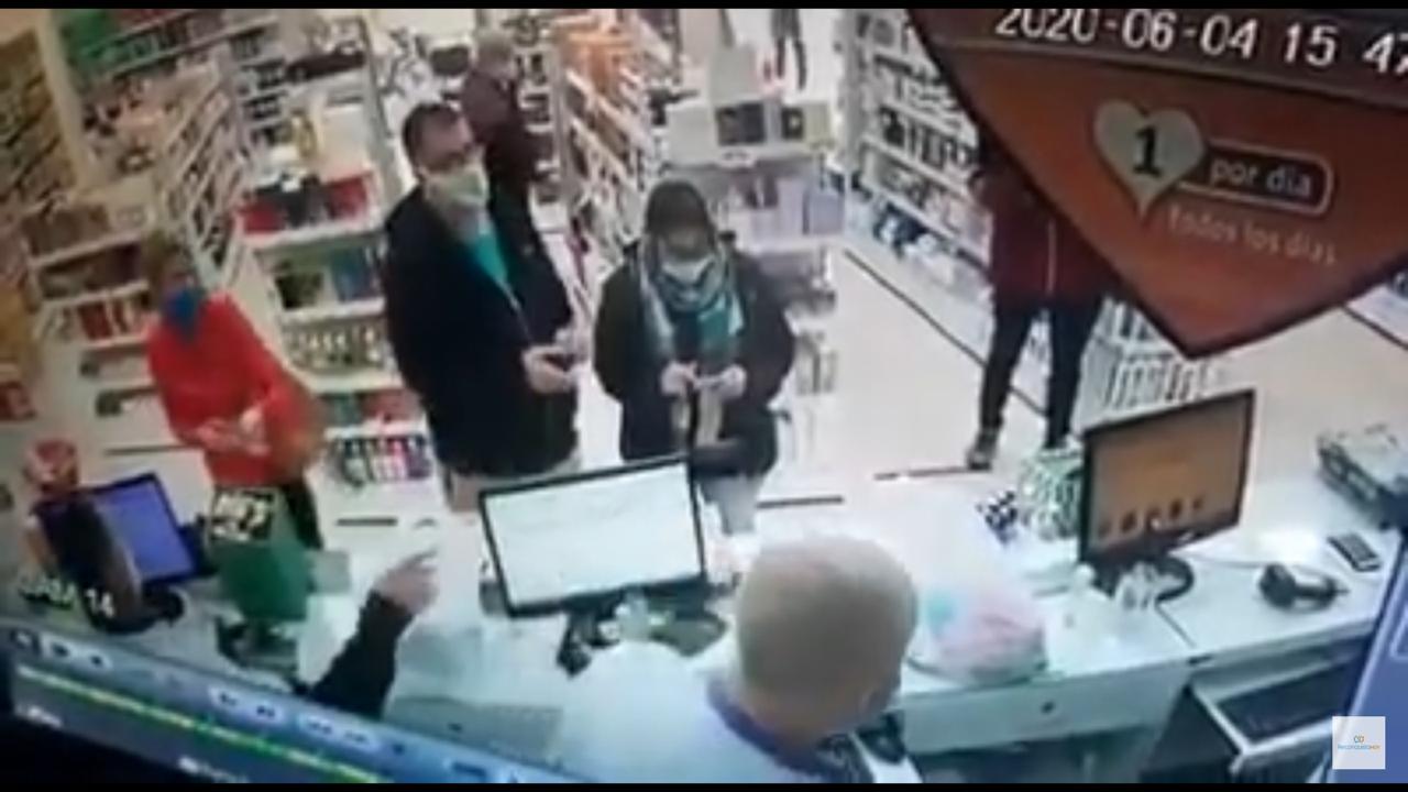 La imagen que comprueba la presencia de la médica en la farmacia donde fue a comprar artículos de perfumería.