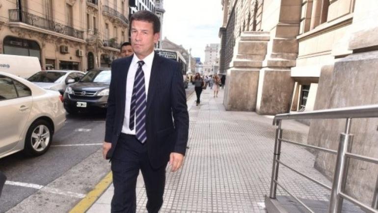 Juez Julian Ercolini caminando.jpg