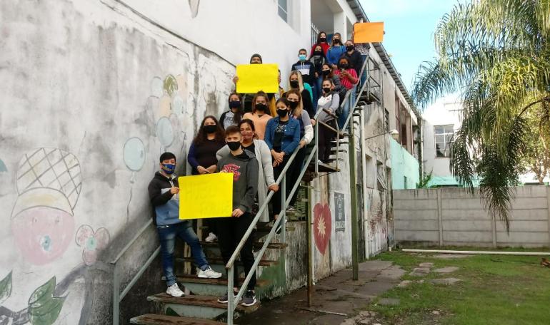 Aspirantes a ingresar a la Escuela de Enfermería en Reconquista protesta 13 abril 2021 denunciaron manipulacion en los examenes de ingreso.jpeg