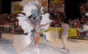 Esta noche Reconquista rinde tributo a los Carnavales de antaño. También podés presenciar los ensayos de los Espacios Activos de Adultos Mayores y de Comparsa Piray. ¡Todos invitados!