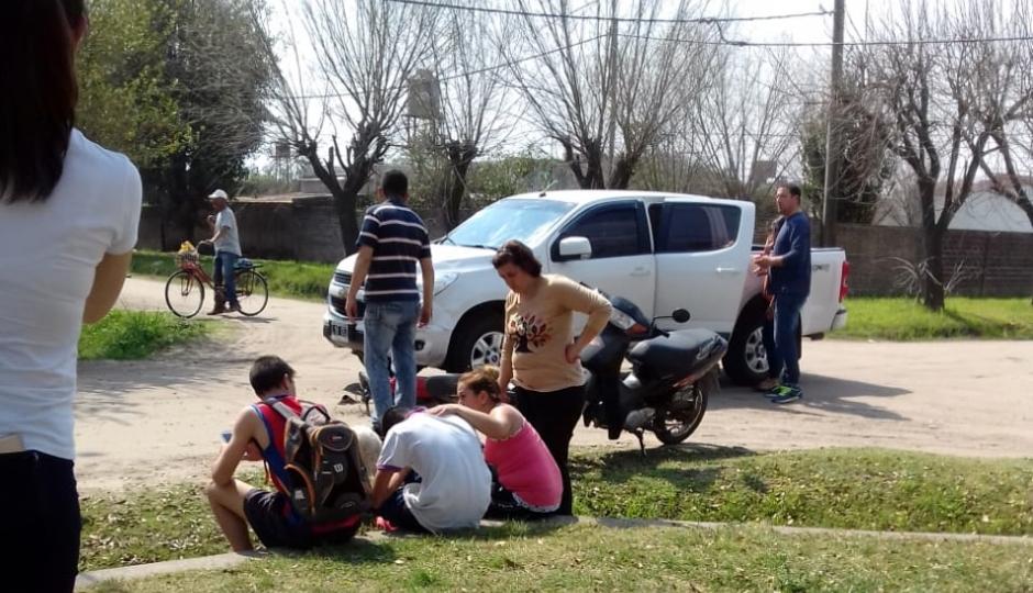Choque en Barrio Lanceros del Sauce. Un menor de quince años guiaba una moto.