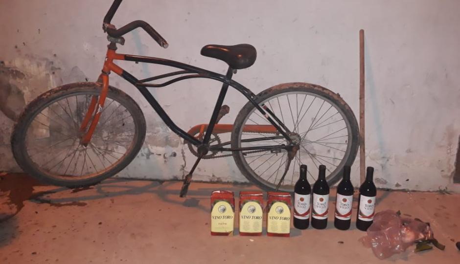 Recuperaron la bicicleta y las bebidas que robaron en un minimercado. Quedó involucrado en el hecho un menor de 15 años.