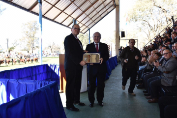 Expo rural 2019 gobernador Miguel Lifschitz entregó un presente a la SRR por sus 100 años.jpeg