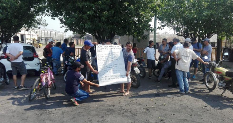 01102019 protesta trabajadores desocupados ingenio azucarero de Las Toscas.jpg