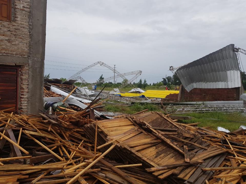 15122019 temporal destrozos parque industrial Avellaneda galpón Leo Rasmussen.jpeg
