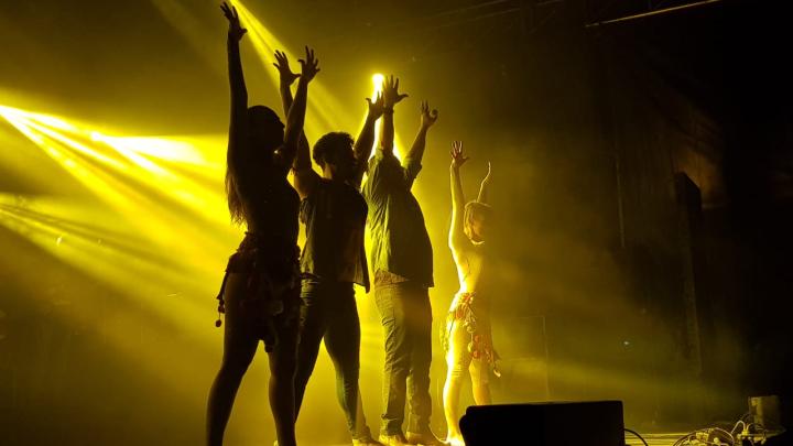 10012020 Festival Moussy Indio Rojas con bailarines D.jpeg