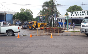 Por la obra del extendido de la red de gas permanece cortada calle Alvear en la intersección con el Bulevar Yrigoyen.