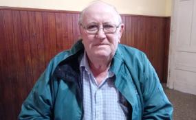 Dos jubilados cuentan aquí cómo fueron estafados por la empleada municipal que se ofrecía a ayudarlos en el cajero.
