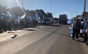 """VIVO: El """"Banderazo"""" desde Avellaneda hacia Reconquista en contra del Gobierno nacional."""