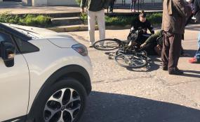 Chocaron a una ciclista en Alvear y Obligado.