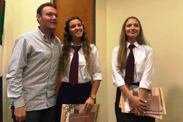 Francisco Sellares con Renata Soria y Giana Saita mejores promedio 2018.jpg