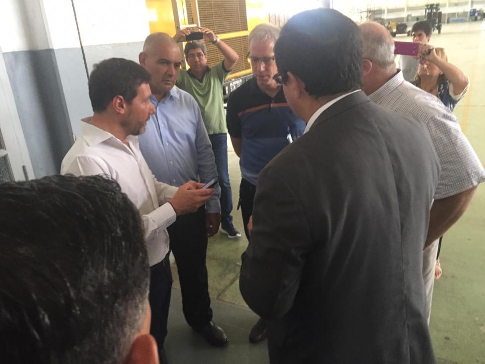 31012019 visita de macri a Reconquista Aeropuerto ceremonial toma datos de los intendentes c.jfif