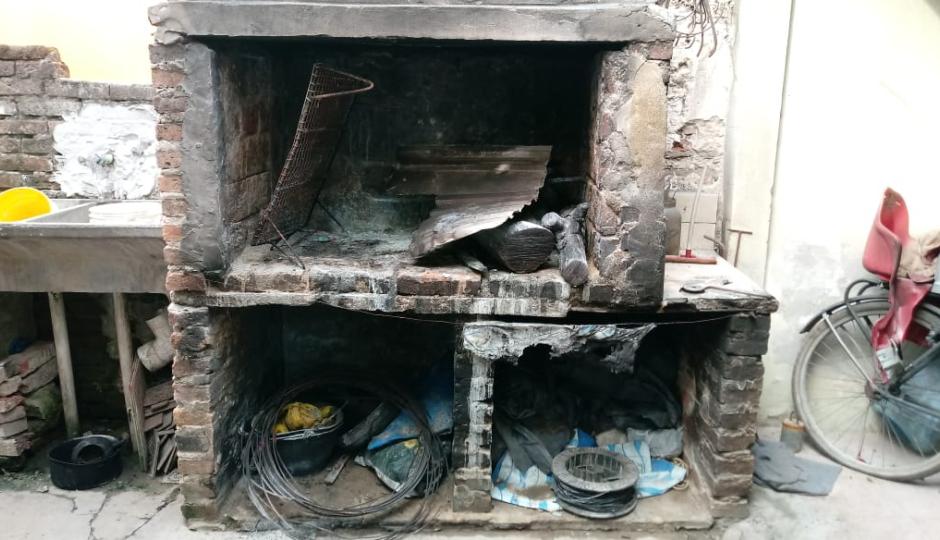 Se quemó gran parte del cuerpo al arrojar combustible al fuego de la parrilla.