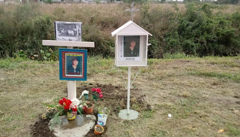 Recordaron 21 años de impunidad para quien chocó, mató y abandonó a la niña Jésica Rocío Agonil. Colocaron un nuevo monolito.