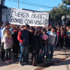 Franco está preso desde el martes imputado de matar a su padrastro con 40 puñaladas y mucha gente se concentró para pedir su libertad. Video con un encendido mensaje.