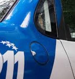 Circulaban en un vehículo sin ninguna documentación ni permiso y el acompañante se dio a la fuga.