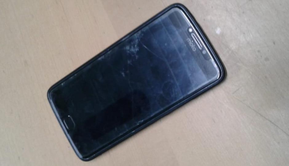 Se encontró con quien sería el comprador de su celular, el que contactó a través de una red social y cuando se lo mostró este salió corriendo con el teléfono.