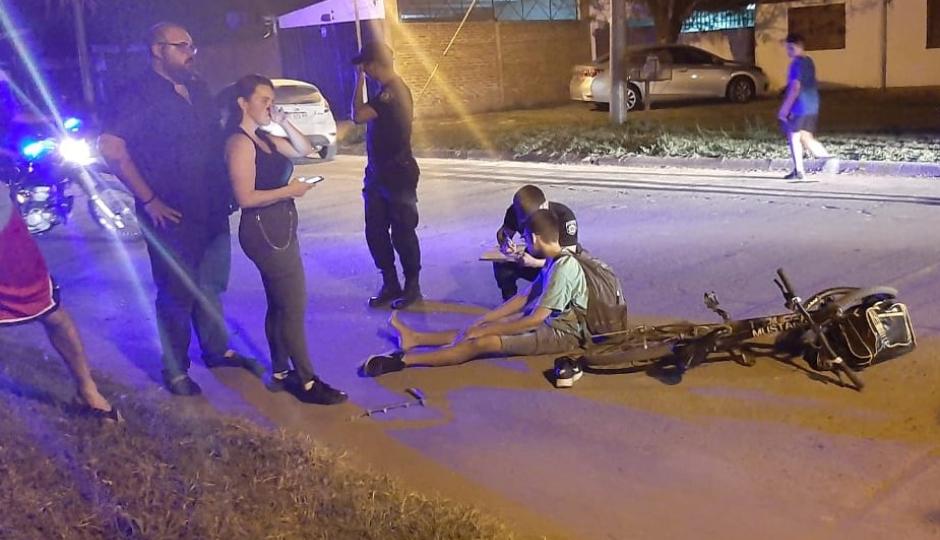 Un adolescente de 14 años circulaba en bicicleta cuando entro en colisión con un automóvil.